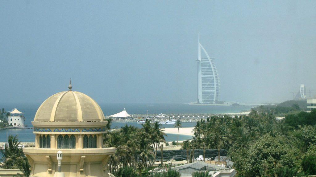 Guidare a Dubai